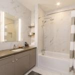 905-Elmwood-04-Bathroom